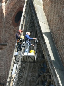 Davide_Manolino_e_Michelangelo_Varetto_al_lavoro_sulla_ghimberga_del_Duomo_di_Chieri_1