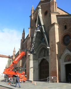 Davide_Manolino_e_Michelangelo_Varetto_al_lavoro_sulla_ghimberga_del_Duomo_di_Chieri_2